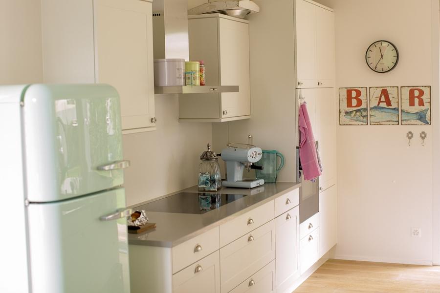 Klares Kennzeichen Der Küche: Der Retro Kühlschrank Nach Wunsch Des Kunden
