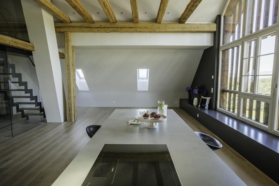 dachwohnung scheune in oetwil am see umbauten individualbau ag martin pfister. Black Bedroom Furniture Sets. Home Design Ideas